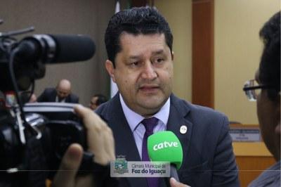 vereador-rogério-quadros-cmfi-entrevista02.jpg