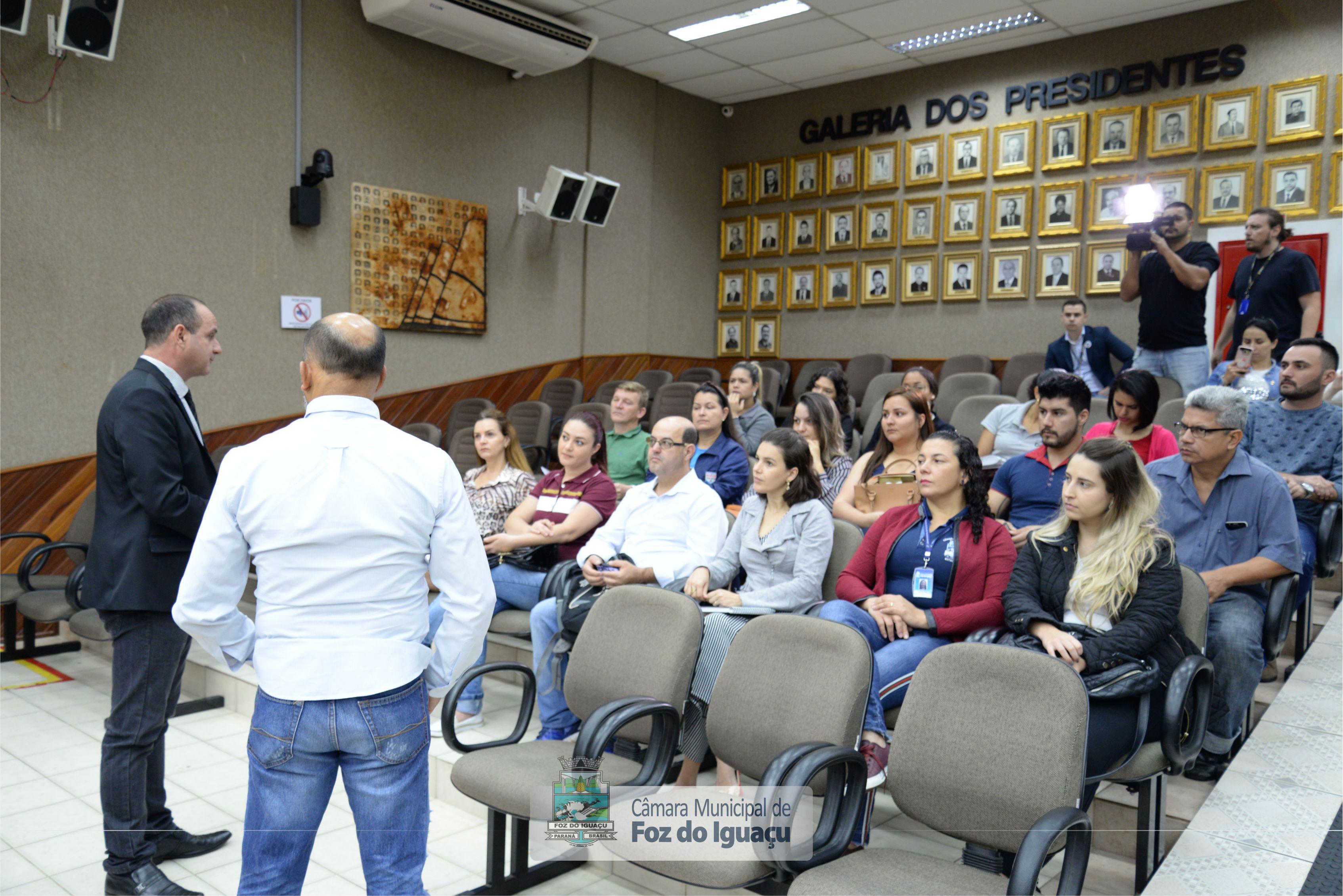 Alunos do curso técnico em Administração do Instituto Federal do Paraná visitam a Câmara Municipal de Foz do Iguaçu - 08-08 (06)