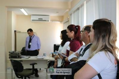 Alunos do curso técnico em Administração do Instituto Federal do Paraná visitam a Câmara Municipal de Foz do Iguaçu - 08-08 (14)