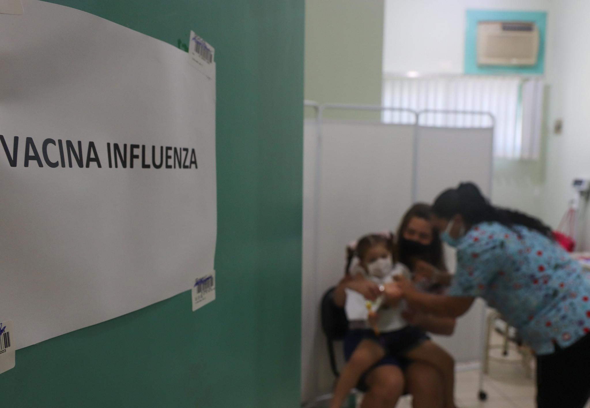 Adriana Izuka ressalta a importância da vacinação contra uma queixa, doença que também pode resultar em hospitalizações e óbitos