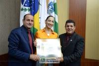 Bailarina Júlia Cornetta recebe homenagem do Poder Legislativo iguaçuense