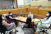Bancada da Mulher e Sinprefi debatem reivindicações dos professores municipais