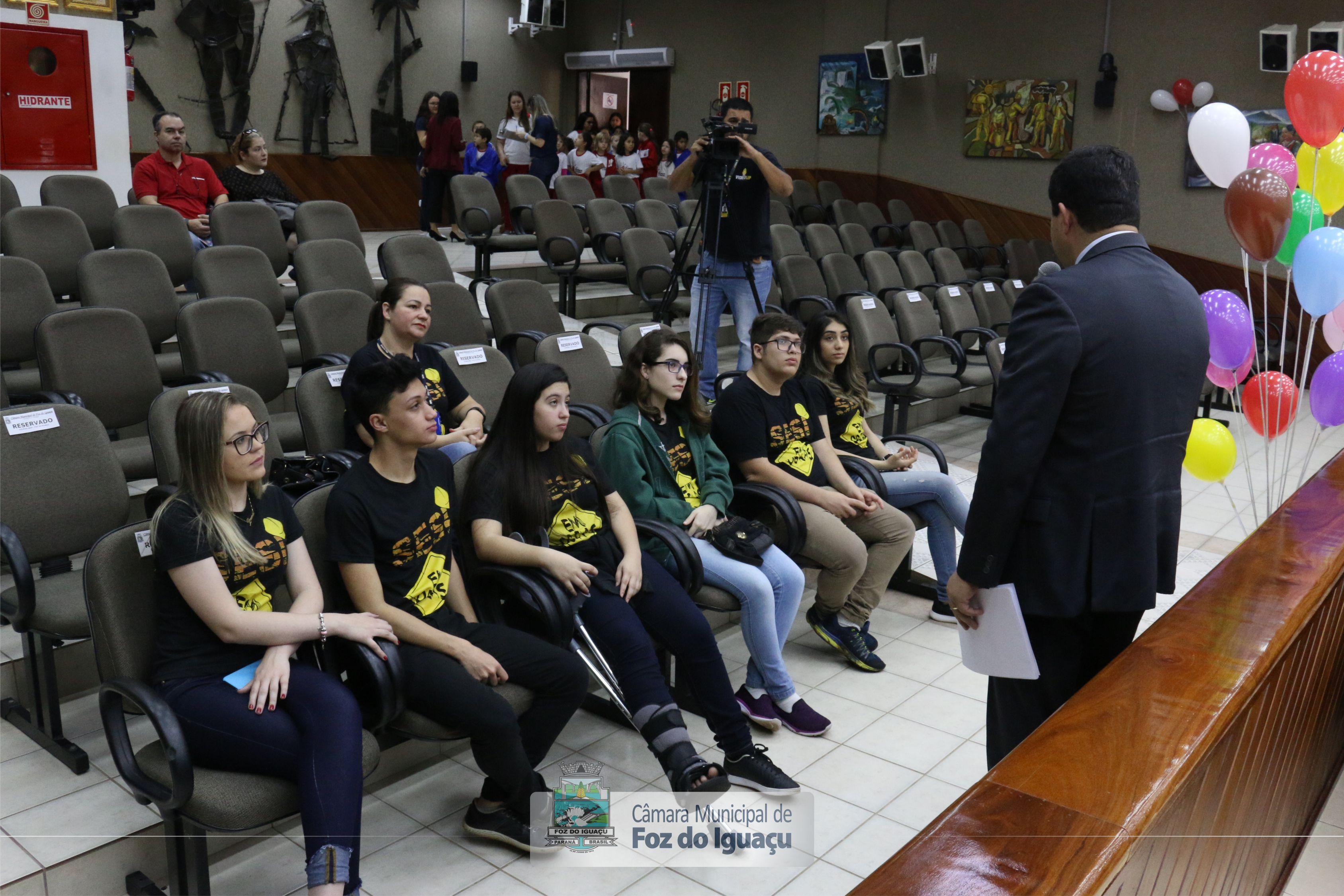 Câmara recebe adolescentes do Projeto Parlamento Jovem