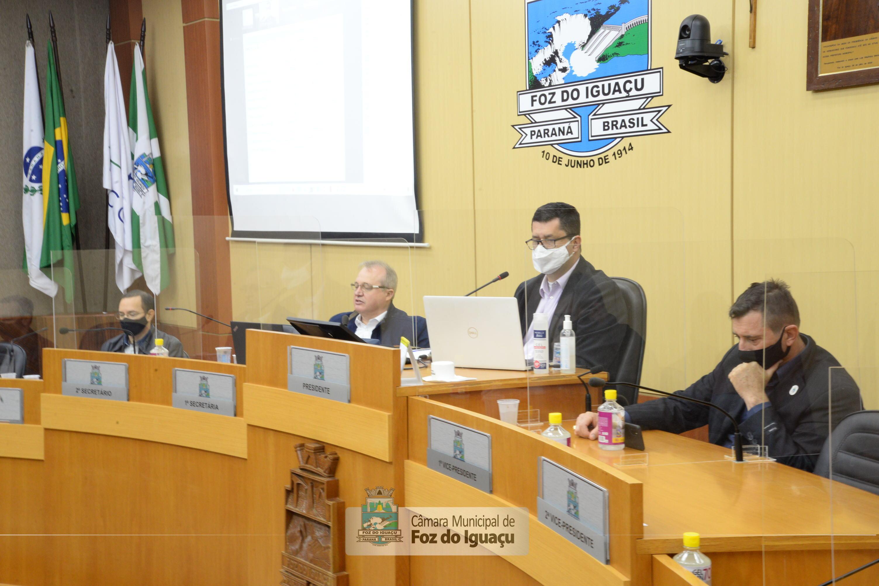Comissão Mista e demais vereadores acompanham a prestação de contas da Prefeitura