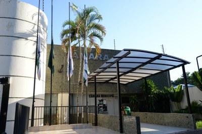 Em respeito ao luto oficial, bandeira na sede da câmara ficará hasteada a meio mastro