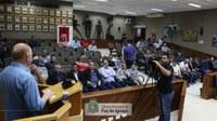 """Em reunião na Câmara, """"Vermelho"""" defende macroprojetos de desenvolvimento para Foz do Iguaçu"""