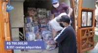 Famílias carentes estão recebendo cestas básicas adquiridas com recursos economizados pela Câmara de Foz