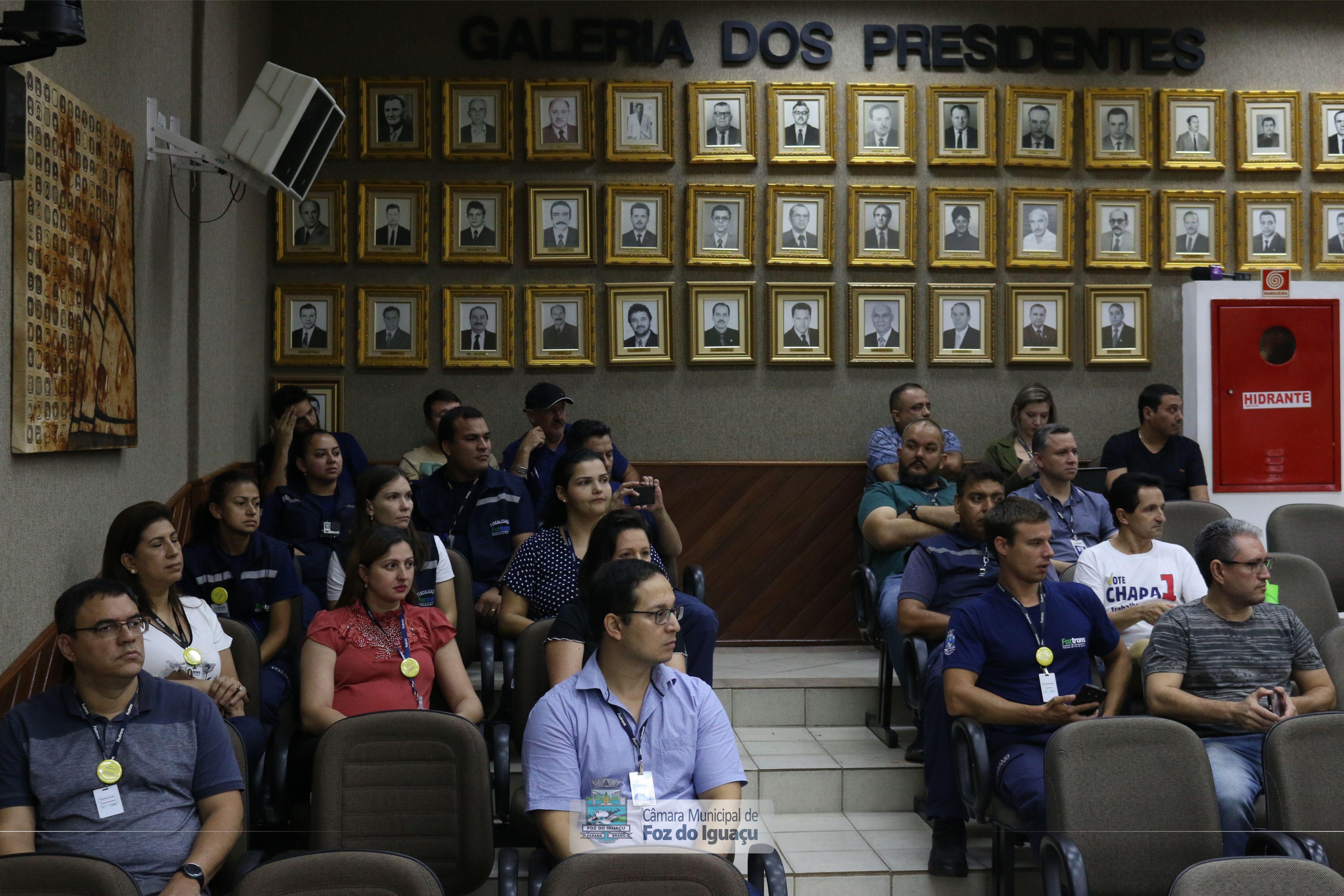 Legislativo aprova projetos criando plano de carreira em categorias do funcionalismo municipal