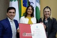 Médica Cirleine Couto recebe Título de Cidadã Honorária de Foz do Iguaçu