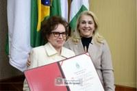 Professora Iracema Dariz é condecorada Cidadã Honorária de Foz do Iguaçu