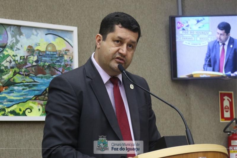 Vereador Rogério entra com projeto de lei pela prioridade na vacinação de profissionais da educação e agentes de segurança pública