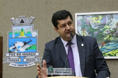 Vereador Rogério Quadros cobra informações sobre investimentos da Prefeitura em Escolas Municipais