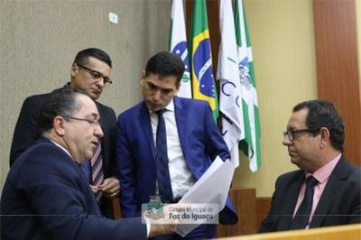 Vereadores fiscalizam contratos públicos do município